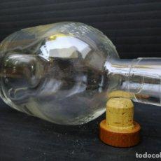 Botellas antiguas: ATRACTIVA Y VACÍA BOTELLA DE CRISTAL SCOTCH WHISKY. Lote 205866648