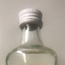 Botellas antiguas: BOTELLÍN GINEBRA SANTA MARÍA. MALLORCA. Lote 206422933