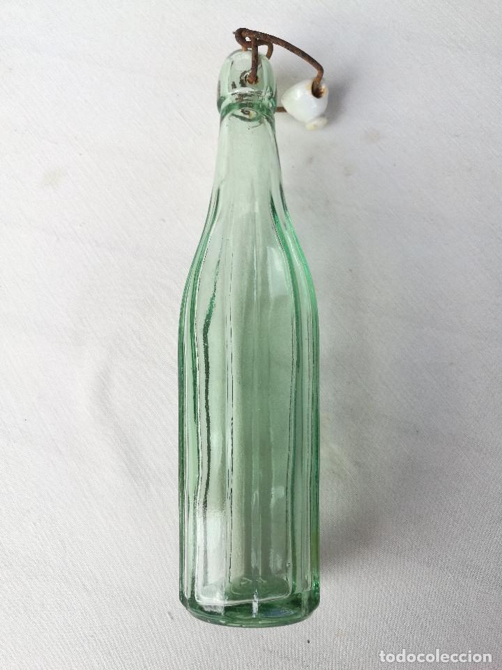 BOTELLA GASEOSA LA POLAR - RIUDOMS - ESTRIADA - 250CC - TAPÓN MECÁNICO (Coleccionismo - Botellas y Bebidas - Botellas Antiguas)