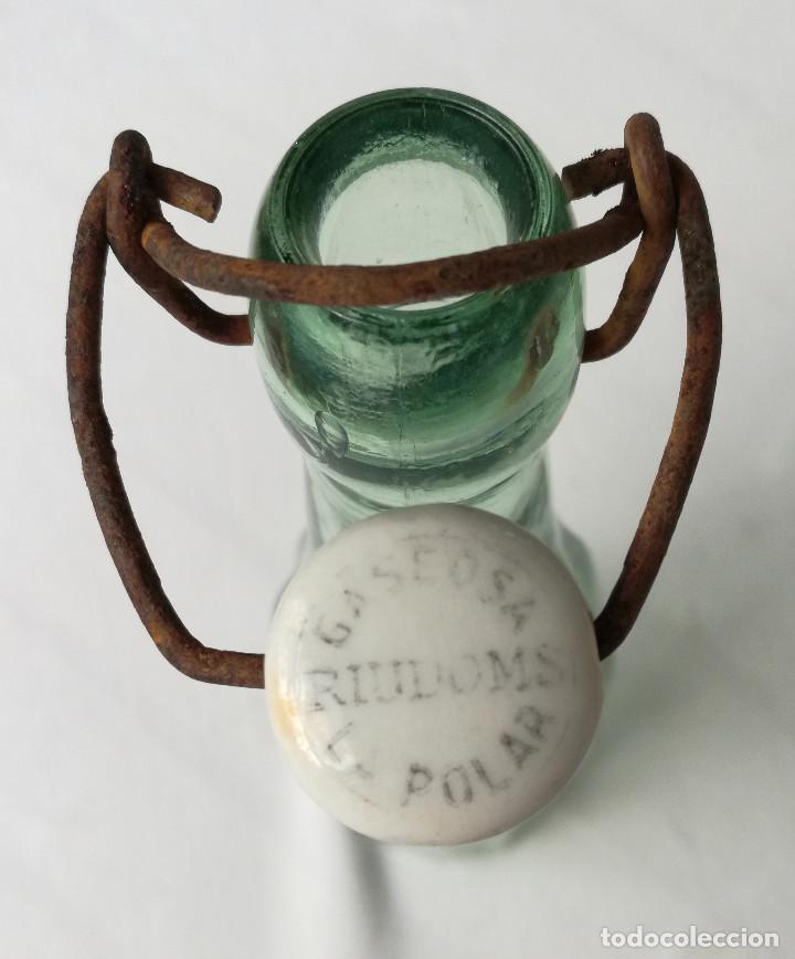 Botellas antiguas: BOTELLA GASEOSA LA POLAR - RIUDOMS - ESTRIADA - 250CC - TAPÓN MECÁNICO - Foto 2 - 206450831