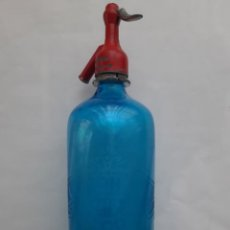 Botellas antiguas: ANTIGUO SIFON BOTELLA CRISTAL AZUL LA BOHEMIA ALCOY GRIFO CABEZA INDICA JUAN SERRAT JAVEA. Lote 206594345