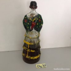 Botellas antiguas: BOTELLA CON FORMA DE MUJER VESTIDA DE FLAMANECA DE BODEGAS GARCÉS DULCE SUPERIOR BALAGUER. Lote 211747451
