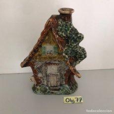 Botellas antiguas: BOTELLA DE LICOR EN FORMA DE CASA. Lote 211747701