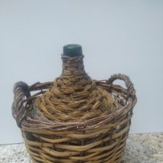 Botellas antiguas: ANTIGUA GRAN BOTELLA GARRAFA DE CRISTAL VERDE DAMAJUANA. 16 LITROS. V.B. S.A. BARCELONA. Lote 215834150