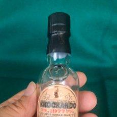 Botellas antiguas: BOTELLÍN KNOCKANDO 1977 PURE SINGLE MALT SCOTCH WHISKY. LLENO SIN DESPRECINTAR. CON LA CAJA ORIGINAL. Lote 215850128