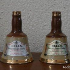 Botellas antiguas: PAREJA BOTELLAS BOTELLINES CERAMICA MINIATURA FORMA CAMPANA SCOTH WHISKY PERTH SCOTLAND SIN CONTENID. Lote 218427617