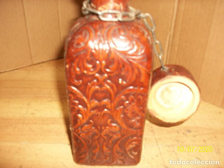 Botellas antiguas: BOTELLA FORRADA EN PIEL - Foto 6 - 220238028