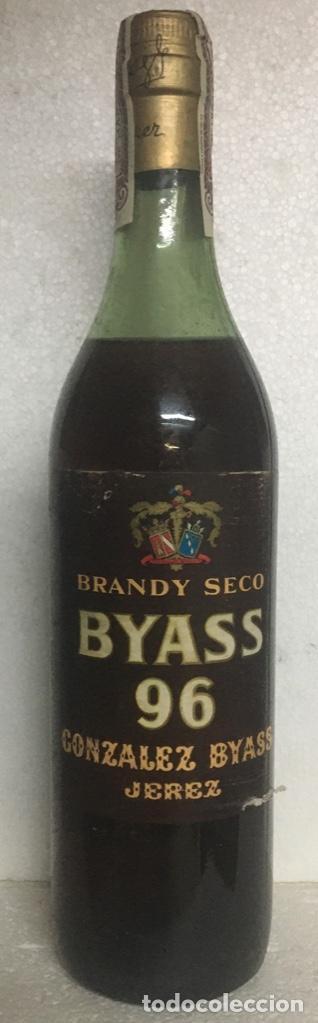 BOTELLA BRANDY/COÑAC BYASS 96. JEREZ. 80 CTS. (Coleccionismo - Botellas y Bebidas - Botellas Antiguas)
