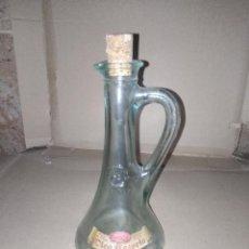 Botellas antiguas: BOTELLA TIPO JARRA ACEITE OLEO CAZORLA JAEN ENVIO 4,31 EURO. Lote 222034403