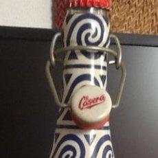 Botellas antiguas: BOTELLA EDICIÓN ESPECIAL DE LA CASERA, CON CHAPA Y TAPÓN MECÁNICO. Lote 225033675