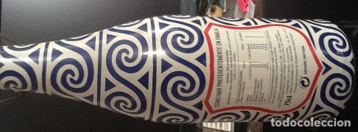 Botellas antiguas: BOTELLA EDICIÓN ESPECIAL DE LA CASERA, CON CHAPA Y TAPÓN MECÁNICO - Foto 2 - 225033675