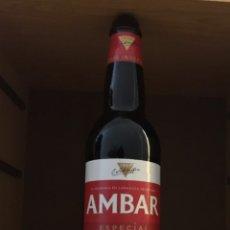 Botellas antiguas: BOTELLA PUBLICITARIA CERVEZA GIGANTE DE VIDRIO - AMBAR ESPECIAL CERVECEROS INDEPENDIENTES ZARAGOZA. Lote 228368866
