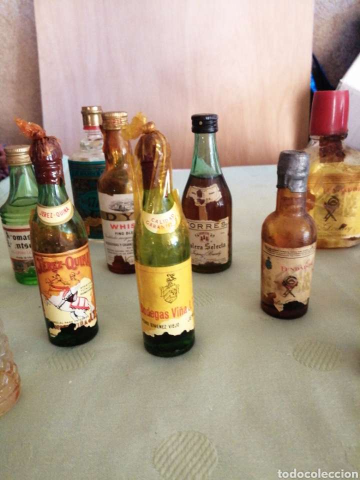 Botellas antiguas: Lote de varías botellas en miniatura - Foto 3 - 234682825