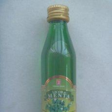 Botellas antiguas: MINIATURA DE LICOR DE MENTA , AREHUCAS. 5O ML.. Lote 241839525