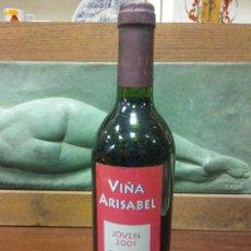 Bottigglie antiche: BOTELLA VIÑA ARISABEL. JOVEN 2001. DO RIOJA. MEDIDAS DIÁMETRO 7 CM ALTO 29 CM.. Lote 244587815