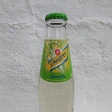 Botellas antiguas: BOTELLA SCHWEPPES LIMON LLENA PERFECTA.. Lote 263106785