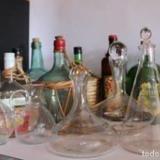 Botellas antiguas: LOTE DE BOTELLAS GARRAFAS,FRASCOS DE CRISTAL ANTIGUOS. Lote 256109620