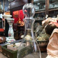 Botellas antiguas: PRECIOSA BOTELLA DE CRISTAL LABRADO - MEDIDA TOTAL 29 CM. Lote 259767710