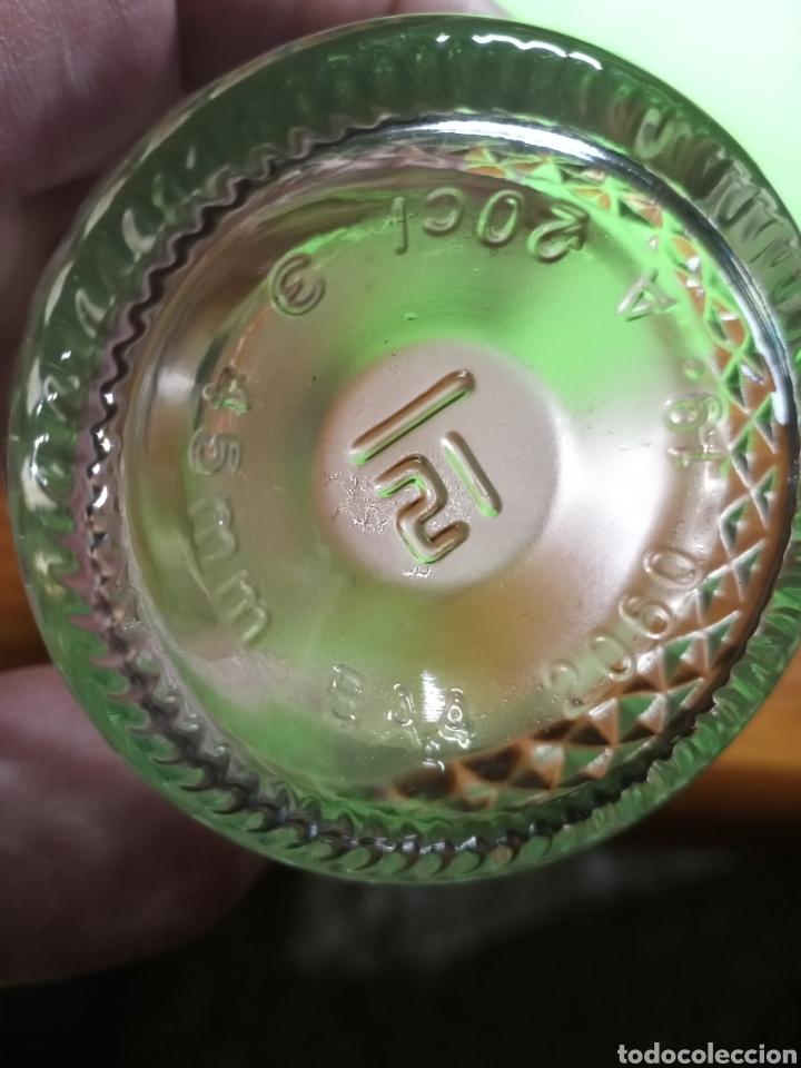 Botellas antiguas: Botella vacía. Con relieve. De 20 cl. - Foto 7 - 266168868
