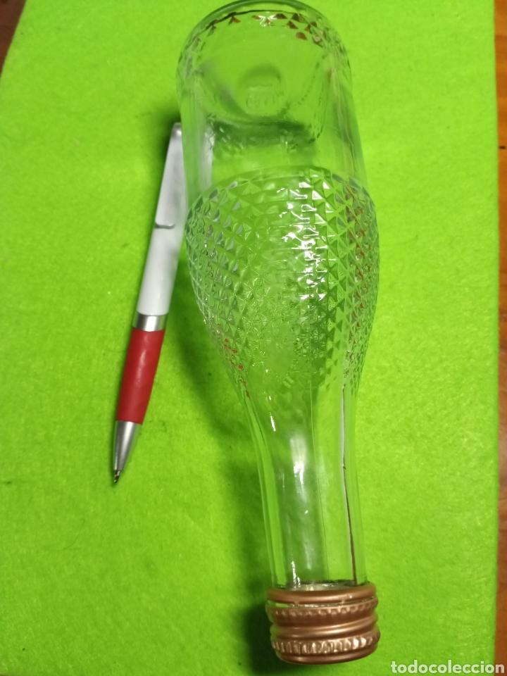 Botellas antiguas: Botella vacía. Con relieve. De 20 cl. - Foto 4 - 266168868