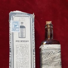 Botellas antiguas: ANTIGUA BOTELLA CEREGUMIL MARRON MONTILLA CON CAJA FARMACIA. Lote 275067723