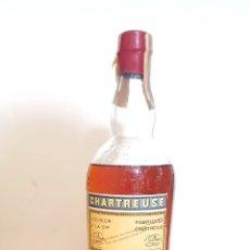 Botellas antiguas: BOTELLA CHARTREUSE LIQUEUR FABRICADO EN TARRAGONA SIN ABRIR. Lote 279408218