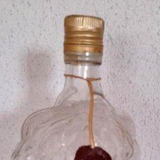 Botellas antiguas: BOTELLA CRISTAL FORMA RACIMO UVAS VACÍA CON LACRE 28 CM. Lote 284231223