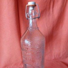 Botellas antiguas: ANTIGUA BOTELLA DE GASEOSA 1L. SANTIAGO DAURELLA BARCELONA LETRAS EN RELIEVE. Lote 287109043
