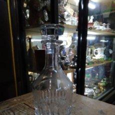 Botellas antiguas: BOTELLA DE LICOR, CRISTAL TALLADO. REF-3680. Lote 288875033