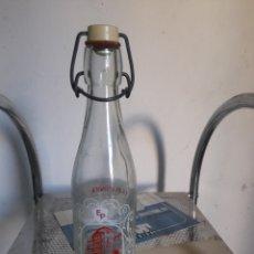 Botellas antiguas: ANTIGUA BOTELLA DE GASEOSA, LA BLASONICA, DE MEDIO LITRO. Lote 294567468