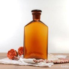 Botellas antiguas: BOTELLA ÁMBAR ANTIGUA DE FARMACIA CON TAPÓN, DECORACIÓN RÚSTICA. Lote 294957073
