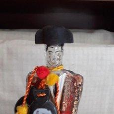 Botellas antiguas: BOTELLA DE SANGRÍA TYPICAL SPANISH, FIGURA DE TORERO CON CASTAÑUELAS,. Lote 297257823
