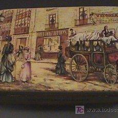 Cajas y cajitas metálicas: ANTIGUA CAJA DE PUBLICIDAD CON LITOGRAFIA DE LA CALLE DE LAS POSTAS AÑO 1850 - VITORIA - CON PUBLICI. Lote 26770677