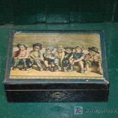 Cajas y cajitas metálicas: VIEJA CAJA JOYERO DE MADRERA DECORADA. Lote 26822105