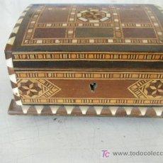 Cajas y cajitas metálicas: PEQUEÑO BAULITO TARACEADO, MIDE 7.5 X 13 X 9 CM. CON LLAVE- . Lote 21682450