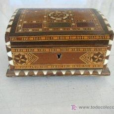 Cajas y cajitas metálicas: PEQUEÑO BAULITO TARACEADO, MIDE 7.5 X 13 X 9 CM. CON LLAVE-. Lote 21682451