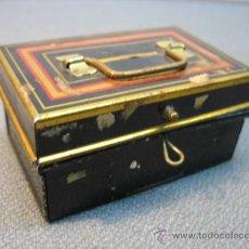 Cajas y cajitas metálicas: ANTIGUA CAJA HUCHA METALICA. Lote 11015203
