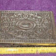 Cajas y cajitas metálicas: CAJA - JOYERO EN METAL LABRADO. Lote 26456193