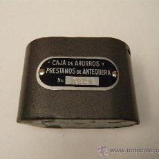 Cajas y cajitas metálicas: CAJA DE AHORROS Y PRESTAMOS DE ANTEQUERA. HUCHA. ALCANCÍA. ESTALVI. BANCA. AHORRO. BANCO. MALAGA. Lote 26298597