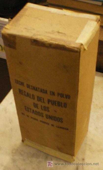CAJA DE CARTON ORIGINAL, AÑO 1961, LECHE DESNATADA EN POLVO. REGALO PUEBLO DE EEUU (Coleccionismo - Cajas y Cajitas Metálicas)