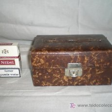 Cajas y cajitas metálicas: BONITO JOYERO EN CUERO REPUJADO DE LOS AÑOS 20. Lote 15139759