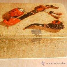 Cajas y cajitas metálicas: LATA DE COLACAO CON DECORACIÓN DE PIPAS. Lote 26208527