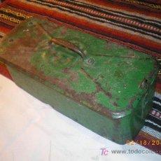 Cajas y cajitas metálicas: ANTIGUA CAJA METALICA CON FONDO DE MADERA AÑOS 40 , 50 MAS O MENOS. Lote 23934321