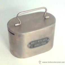 Cajas y cajitas metálicas: HUCHA ANTIGUA DEL BANCO MERCANTIL E INDUSTRIAL. Lote 27222532