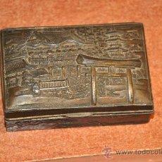 Cajas y cajitas metálicas: ANTIGUA CAJA METALICA MADE IN JAPAN CON RELIEVE 8,5 X 5,5 X 3,5 CM.. Lote 22084152