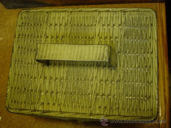 Cajas y cajitas metálicas: Caja de lata en forma de cesta. Galletas y bizcochos de lujo Fontaneda. Aguilar de Campo. Palencia. - Foto 3 - 26998977