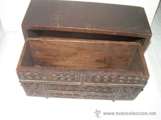Cajas y cajitas metálicas: ANTIGUA Y BONITA CAJA DE MADERA TALLADA. - Foto 3 - 27551233