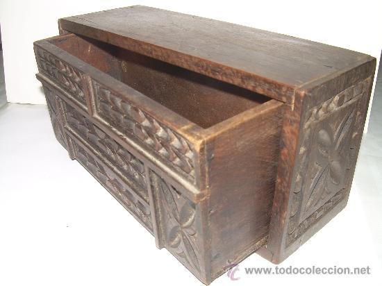 Cajas y cajitas metálicas: ANTIGUA Y BONITA CAJA DE MADERA TALLADA. - Foto 4 - 27551233