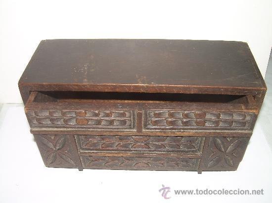 Cajas y cajitas metálicas: ANTIGUA Y BONITA CAJA DE MADERA TALLADA. - Foto 5 - 27551233