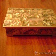 Cajas y cajitas metálicas: BONITA CAJA DE NACAR. Lote 27010992